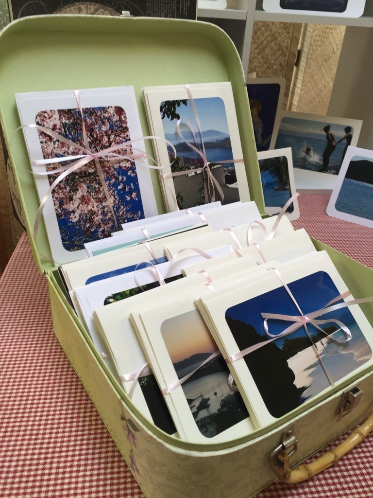 display booth suitcase cards