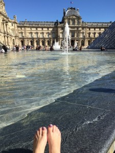 mas-toes-in-fountain-outside-louvre
