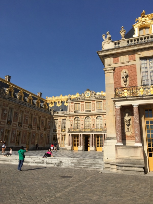 outside-of-palace-of-versailles