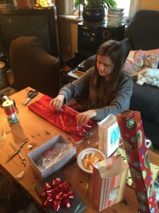 paige-wrapping-pressies